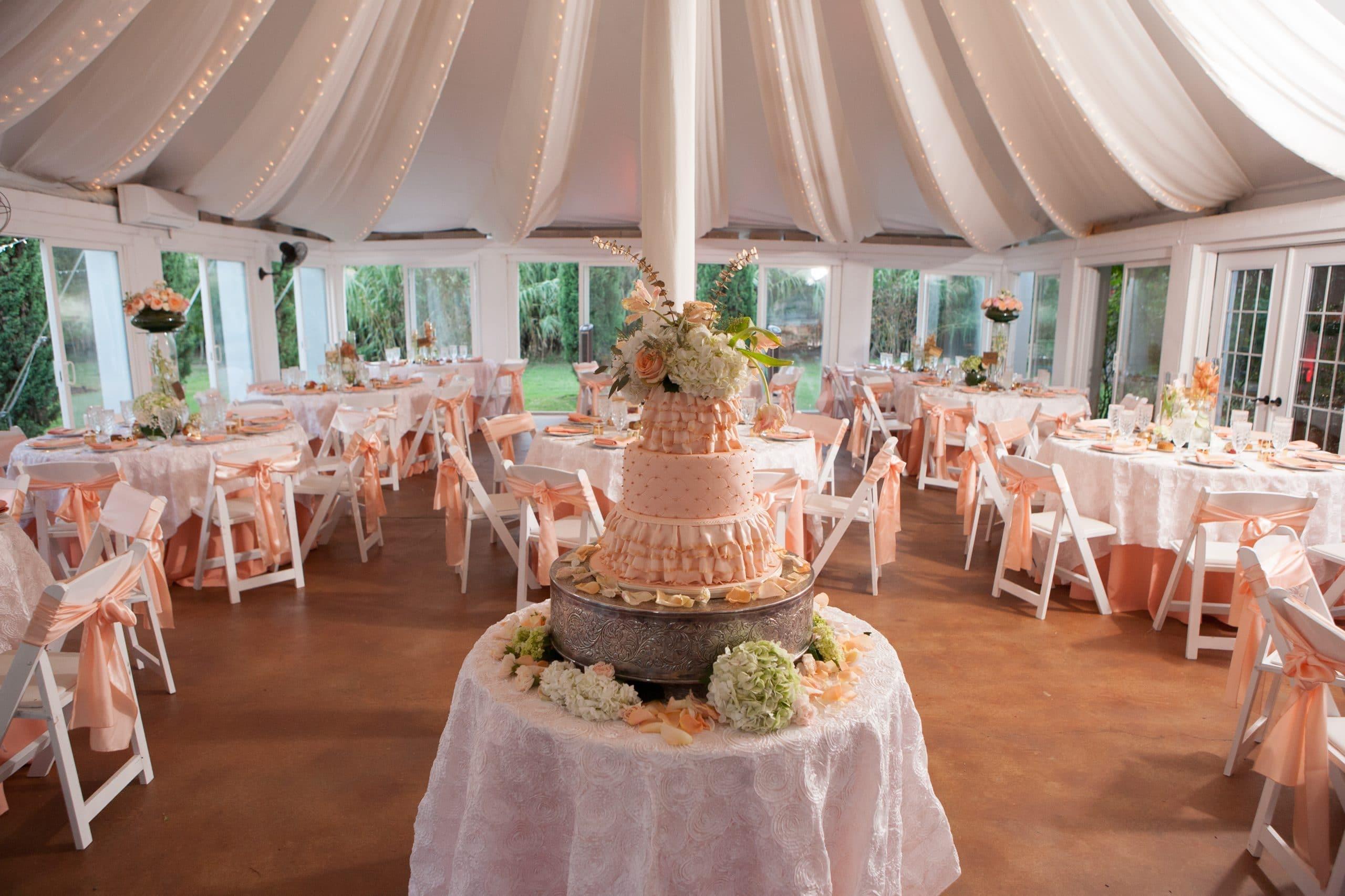 White And Cream Wedding Theme | Wedding Ideas